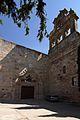 Monasterio de San Leonardo, espadaña y entrada, Alba de Tormes,.jpg