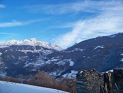 Montagnes et Station de ski vu de Valezan.JPG
