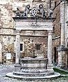 Montepulciano - Pozzo dei Grifi e dei Leoni.jpg
