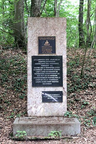Monument fir déi 2. amerikanesch Panzerdivisioun, fir d'Equipe vun engem Tanks an de Fousstruppen  déi den 3. Januar 1945 bei der Konteroffensiv ëmkoumen an der  Rue d'Isbelle zu Melines