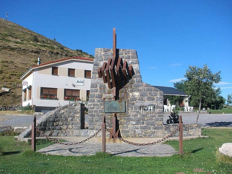 File:Monumento en honor del capitán Lozano, en el alto de Aralla, Sena de Luna, en agosto de 2012 01.JPG