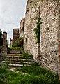 Mura esterne del castello di Bauso.jpg
