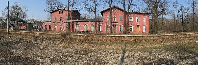 http://upload.wikimedia.org/wikipedia/commons/thumb/4/4d/Murcki-dworzec.jpg/800px-Murcki-dworzec.jpg