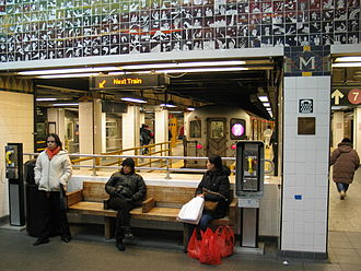 Flushing–Main Street (IRT Flushing Line) - Eastern entrance's waiting area