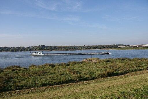 Nederlandse Boot `Ferox` op de Waal, Zaltbommel - panoramio
