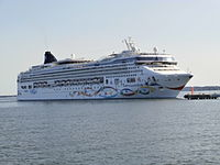 Norwegian Star arriving Tallinn 12 July 2013.JPG