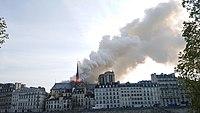 Notre-Dame de Paris, Incendie 15 avril 2019 19h02.45.jpg