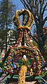 Osterbrunnen mit Osterkrone Berga Elster 2019 09.jpg