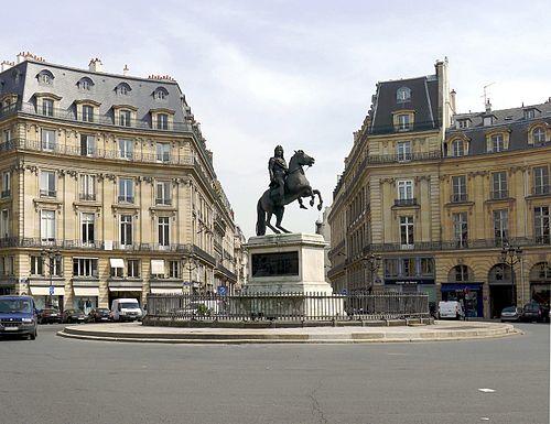P1010881 Paris I-II place des Victoire reductwk
