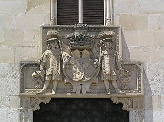 Palacio de la Marquesa de Cartago. Detalle del dintel de la puerta.jpg