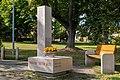 Památník obětem válek na Masarykově náměstí v Lužné.jpg