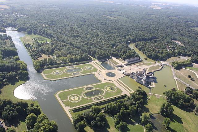640px-Parc-du-Ch%C3%A2teau-de-Chantilly.