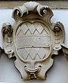 Passau Mariahilf - Wappen über dem Portal.jpg