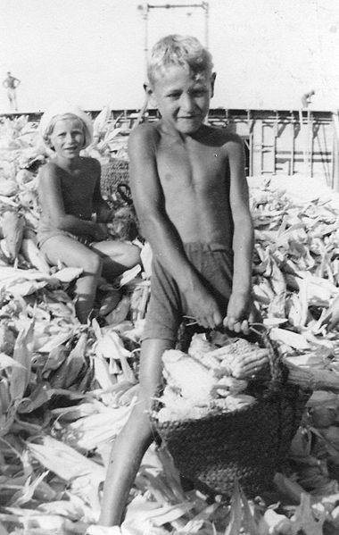 גן-שמואל-ילדים ראשונים בעבודה 1935