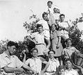 PikiWiki Israel 9296 Gan-Shmuel - picking orange in the orchard - 1946.jpg