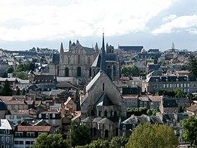 Vieux centre de Poitiers, vu des Dunes: Sainte-Radegonde, cathédrale Saint-Pierre, palais de Justice (au dernier plan)
