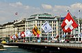 Pont du Mont-Blanc et drapeaux.jpg