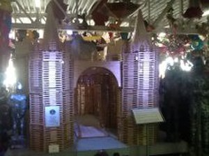 Ice pop -  Popsicle Stick Castle made with 296,000 popsicle sticks