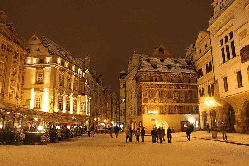 File:Prague Snow at Night (108992467).jpg