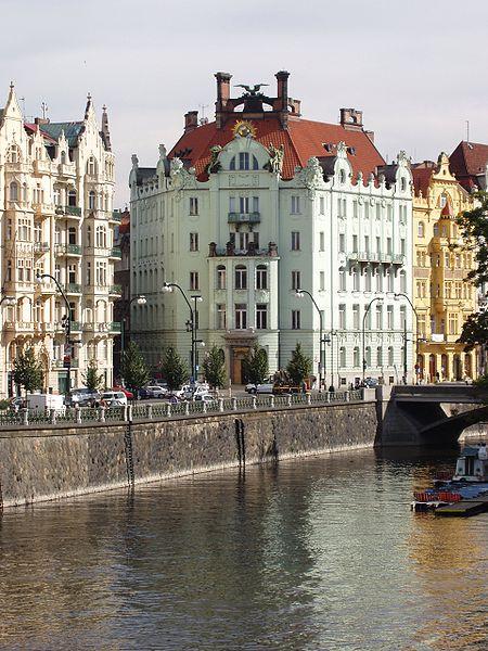 Ficheiro:Praha 2005-09-20 Goethe Institut-00.jpg