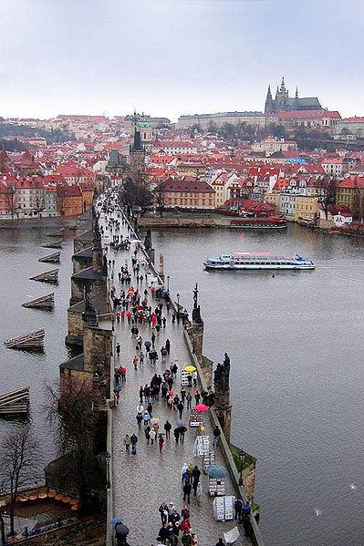 Карлов мост является единственным в своём роде произведением средневекового искусства