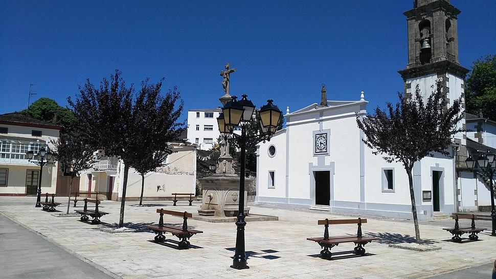 Praza da Igrexa de Santa María.