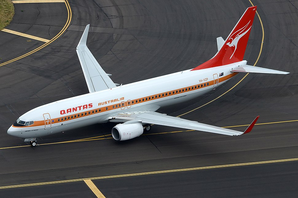 Qantas Boeing 737-800 (VH-XZP) retrojet