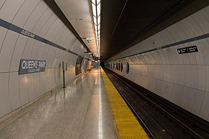 Queen's Park station (Toronto) - Image: Queens Park Platform 02