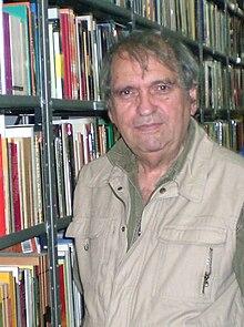 essayiste espagnol Fernando arrabal, né le 11 août 1932 à melilla (espagne), est un poète, romancier, essayiste, dramaturge et cinéaste espagnol il vit en france depuis 1955, .