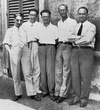 Enrico Fermi - Fermi and his students (the Via Panisperna boys) in the courtyard of Rome University's Physics Institute in Via Panisperna, about 1934. From Left to right: Oscar D'Agostino, Emilio Segrè, Edoardo Amaldi, Franco Rasetti and Fermi
