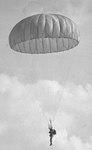 Recrutas dão os primeiros saltos - Brigada de Para-quedista na Base Aérea dos Afonsos 3.tif