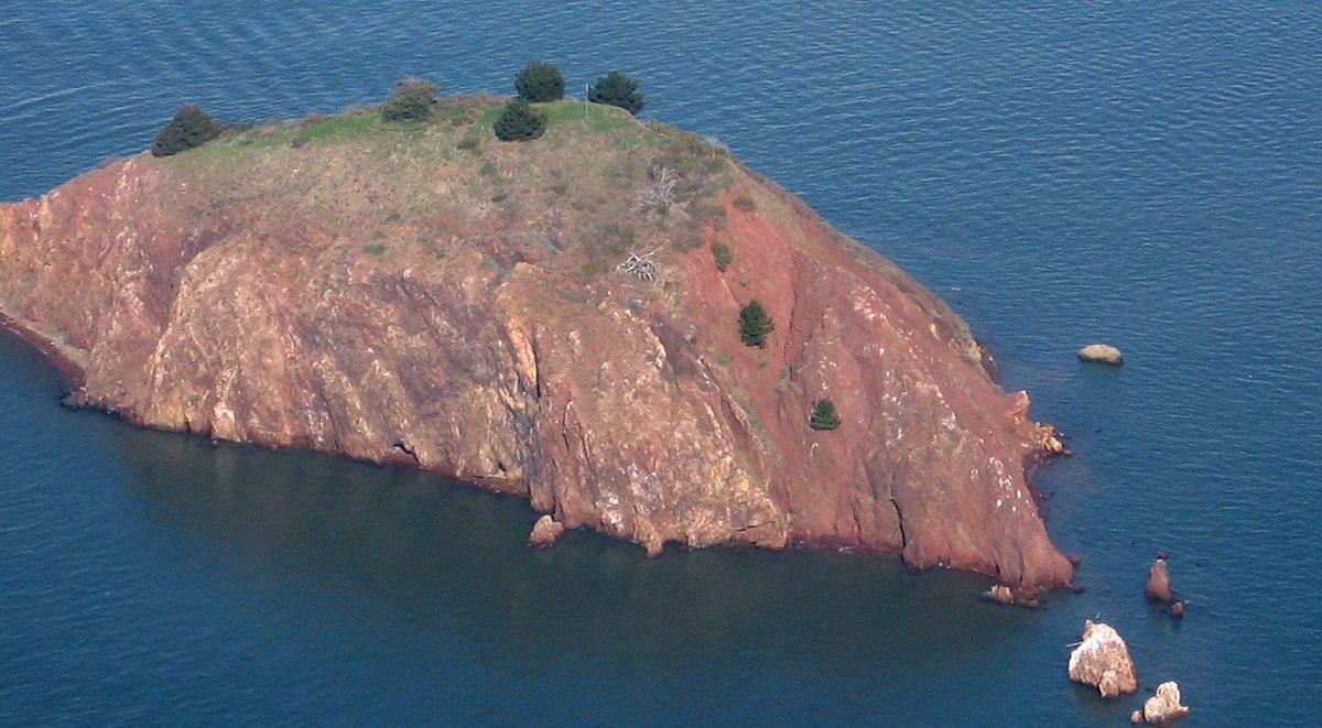 Red Rock Island - Wikipedia