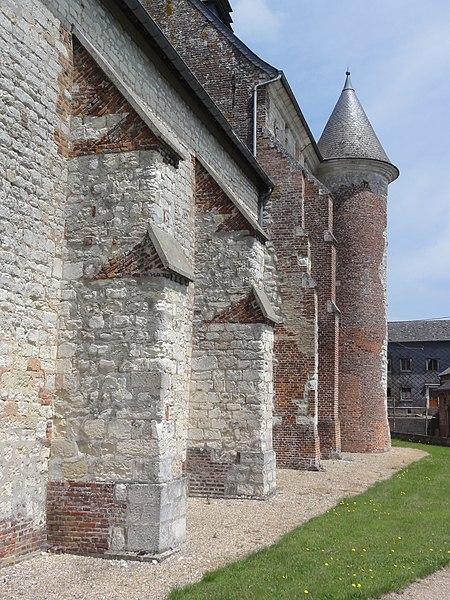 Renneval (Aisne) église, contreforts sud