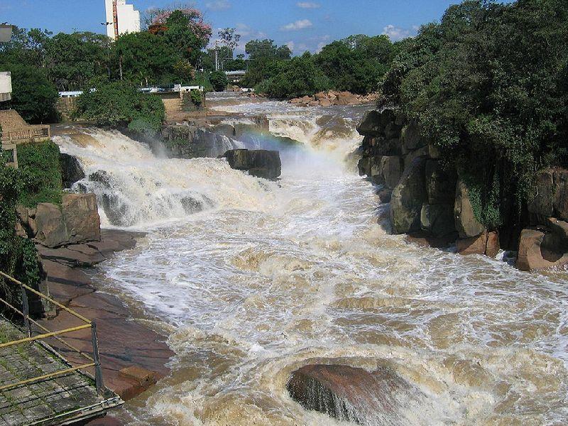 Ficheiro:Rio Tietê - Cidade de Salto 1.jpg