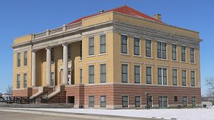 Roberts County, Texas - Image: Roberts County, Texas, courthouse from E 1