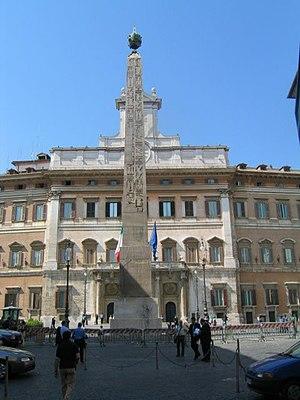 Piazza di Monte Citorio - Image: Roma montecitorio 01