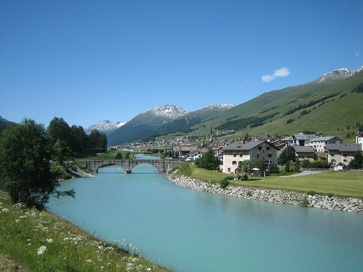 Suocera di berlusconi compra villa in svizzera wikinotizie for Piani di aggiunta suite suocera