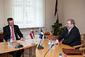 Saeimas deputāti tiekas ar Igaunijas aizsardzības ministru (6770222927).jpg
