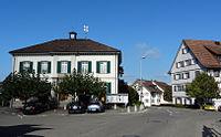 SalensteinDorfplatzSchulhaus.jpg