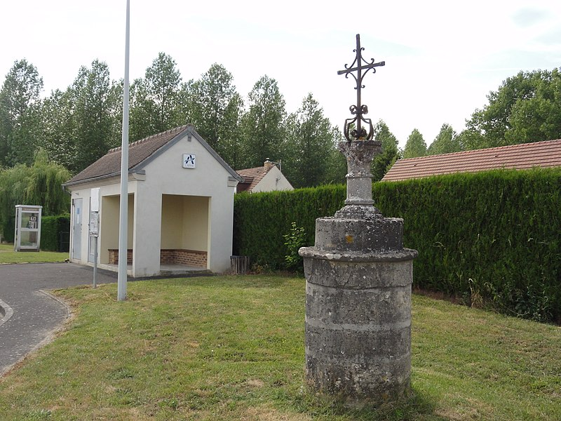 Samoussy (Aisne) croix de chemin