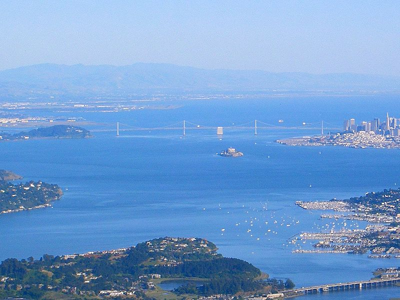 Archivo:San Francisco Bay, from Marin County- Bay Bridge.jpg