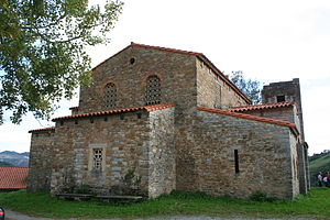 Church of Santa María de Bendones - Image: Santa María de Bendones vista lateral