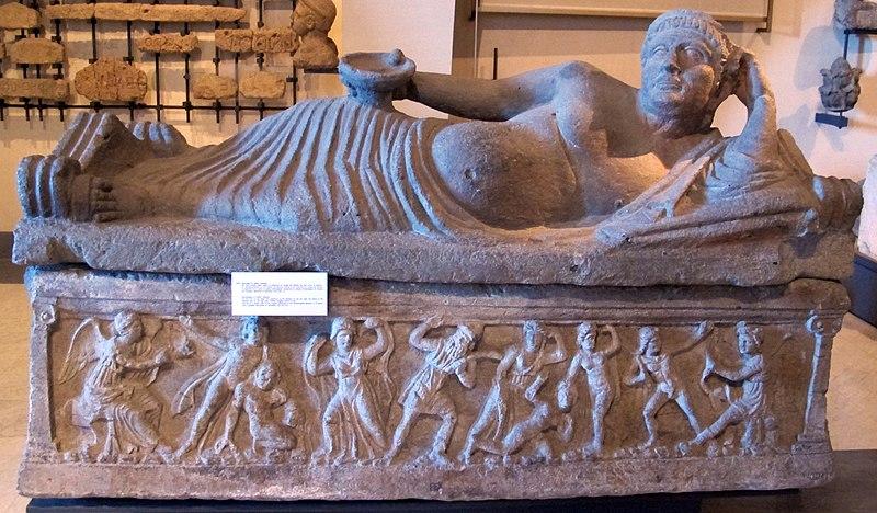 File:Sarcofago di velthur vipinana, con strage dei niobidi, 310-300 ac ca..JPG