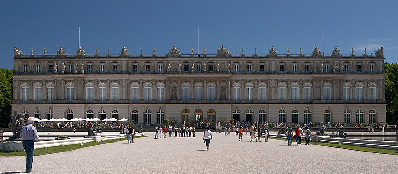 File:SchlossHerrenchiemsee.jpg