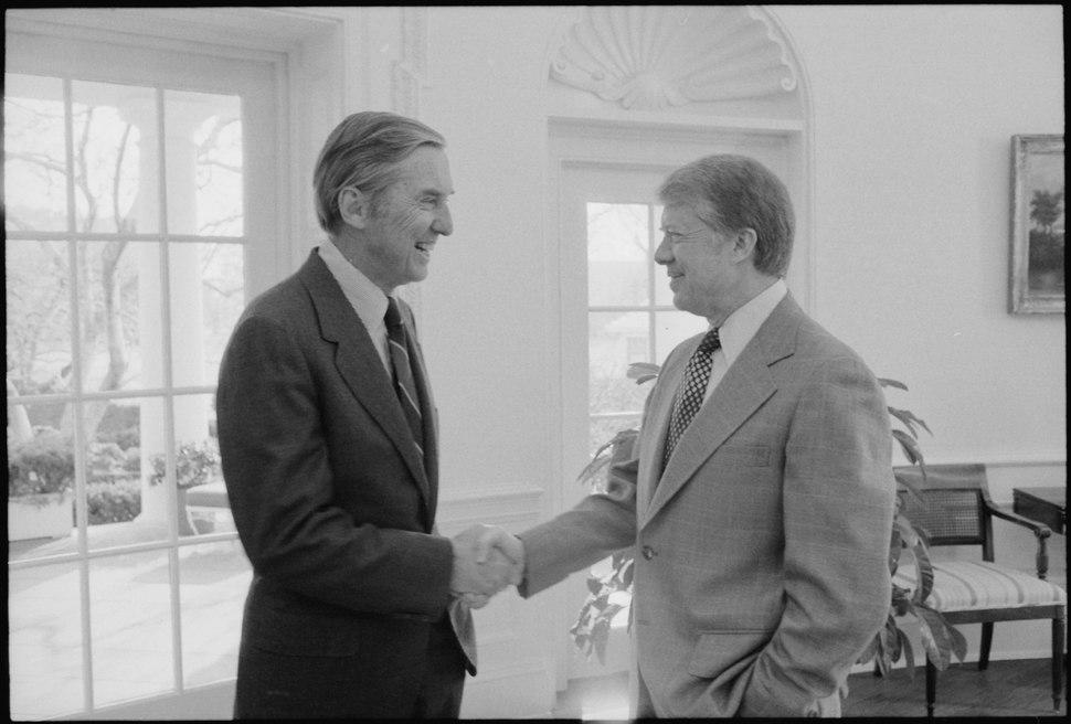 Senator Lloyd Bentsen with Jimmy Carter - NARA - 178073