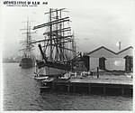 Ships docked at wharves in Sydney (5598646773).jpg