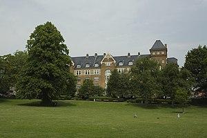 Skanseparken - Image: Skansepalæet set fra parken