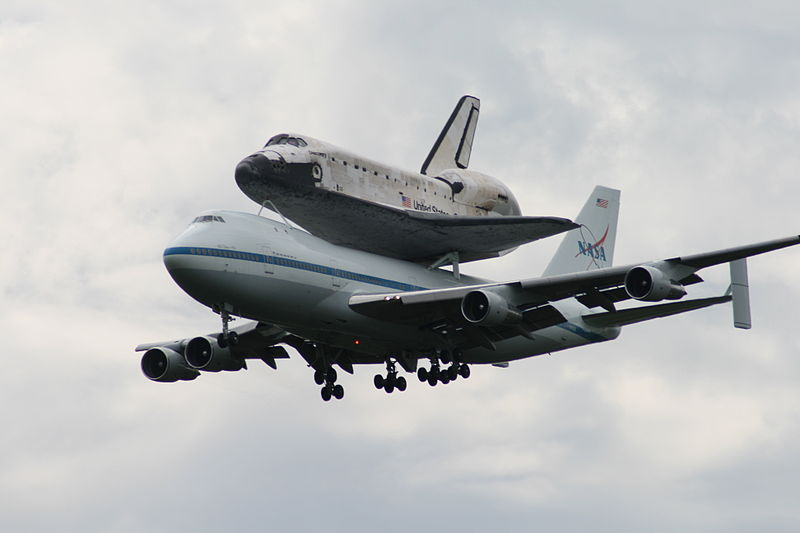 File:Space Shuttle Discovery Transport.jpg