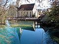 Spiegelung der Kosterkirche im Blautopf - panoramio.jpg