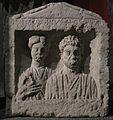 Stèle funéraire d'un couple - Musée d'Aquitaine - 60.1.127.jpg